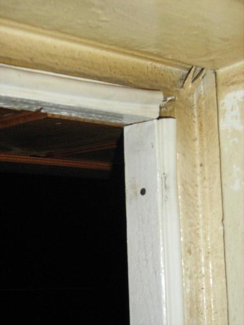 Как утеплить дверь в деревянном доме своими  475